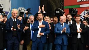 Varios lideres de la extrema derecha europea en un acto en Milan en mayo de 2019- Entre ellos, el holandés Geert Wilders, el belga Gerolf Annemans, el italiano, Matteo Salvini, y la francesa Marine Le Pen.