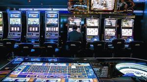 Salas de juego 8Los menores no podrán acceder a la parte del casino donde se juega en mesas.