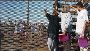 Un grupo de inmigrantes deportados en Tijuana, la semana pasada.