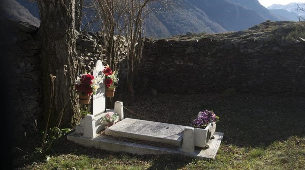 El pequeño cementerio que alberga la tumba de Teresa de Belana, en las afueras de Bausen.