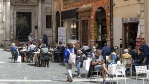 Restaurantes abiertos en la plaza del Campo dei Fiori, este lunes en Roma