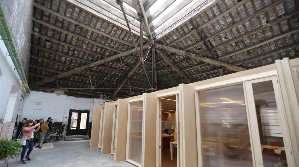 Sede de Coòpolis en Can Batlló, reformada gracias a la carpitería cooperativa del recinto fabril,este miércoles.