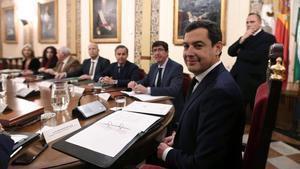 Moreno Bonilla preside la primera reunión del Consejo de Gobierno de la Junta de Andalucía.