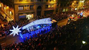 La estrella de Oriente o estrella de Belén durante la Cabalgata de Reyes de 2007 a su paso por Via Laietana.
