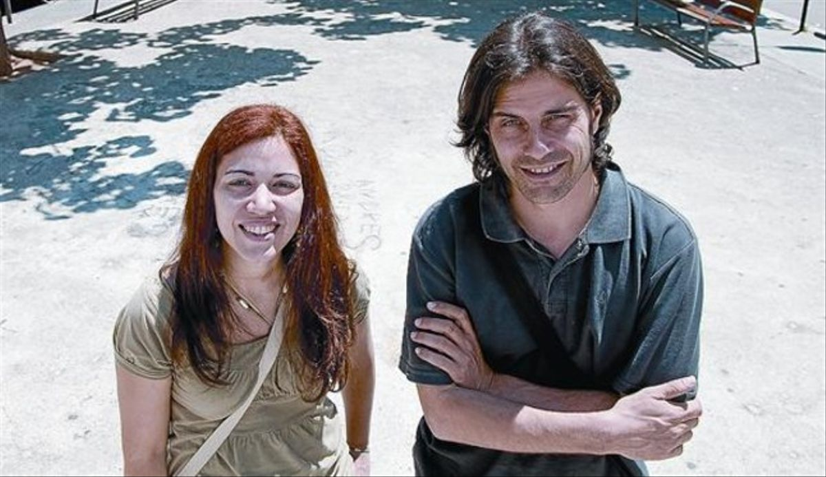 Los impulsores 8 Los arquitectos Omayra Rivera y Ángel Martín, en la plaza del barrio del Plus Ultra.