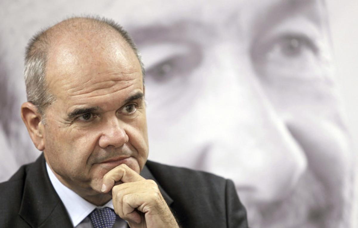 Manuel Chaves, durante la rueda de prensa que ofreció ayer en Salamanca.