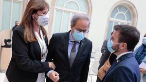 La presidenta del Parlament  Laura Borras  con el  expresidente de la Generalitat  Quim Torra  y el vicepresidenet en funciones  Pere Aragonès