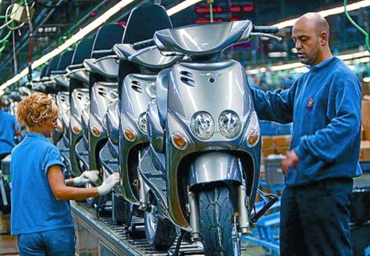 Cadena de montaje de una fábrica de motocicletas.
