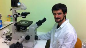 Benjamí Oller-Salvia, actualmente en Cambridge, realizó su tesis doctoral en el IRB Barcelona en el grupo de Ernest Giralt y Meritxell Teixidó.