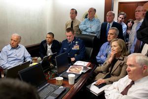 Barack Obama y varios miembros del Gobierno y el Ejército siguen en directo la operación contra Bin Laden, el 1 de mayo de 2011.