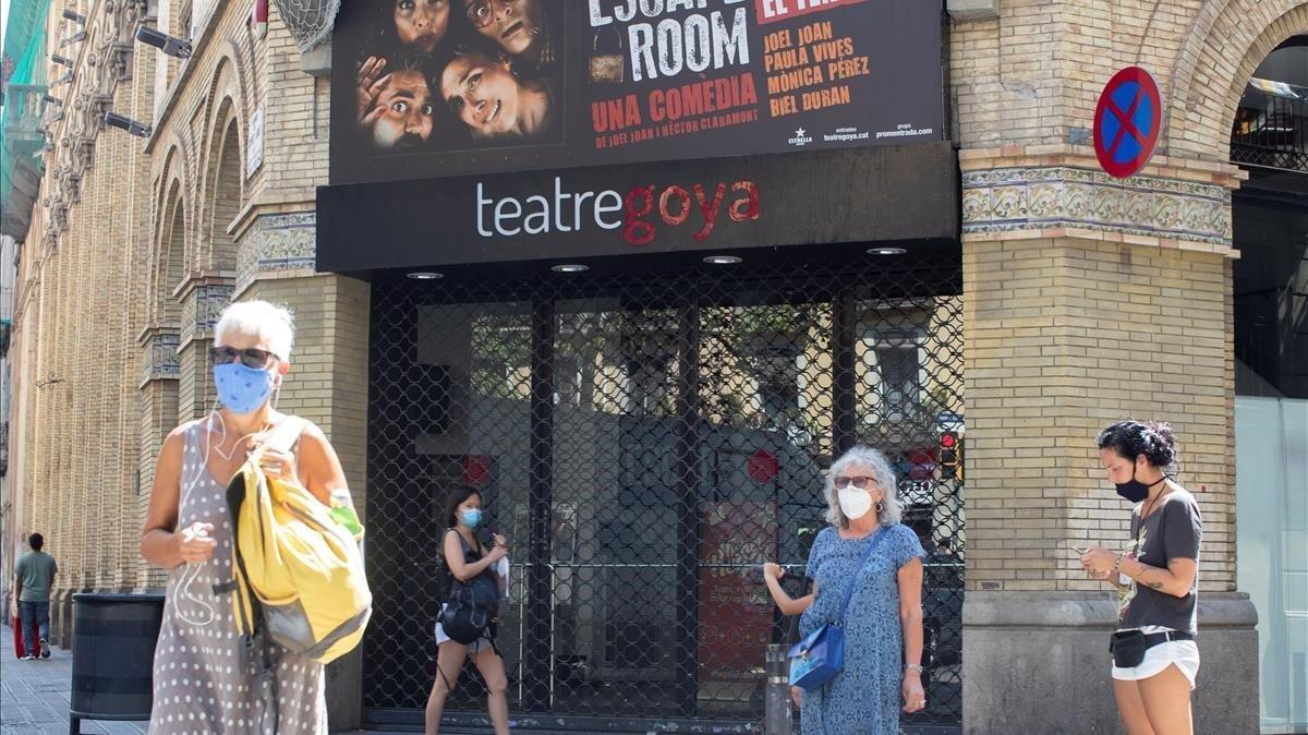 El teatro Goya de Barcelona, cerrado ante las restricciones por el coronavirus.