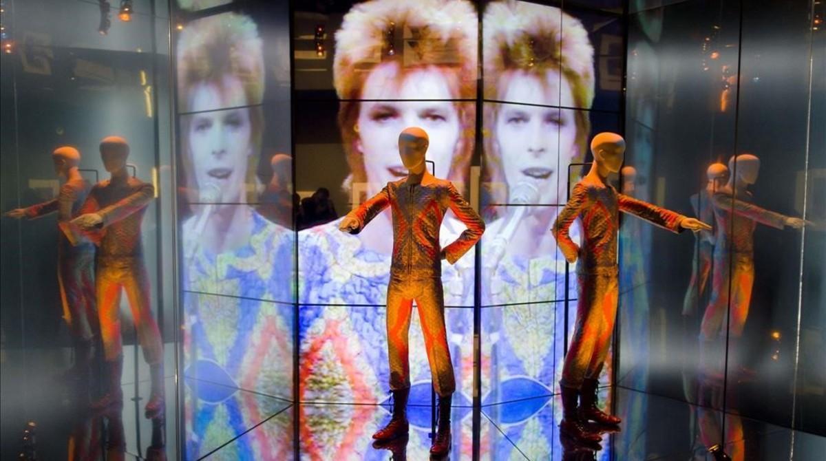 Un detalle de la exposición sobre David Bowieen el Victoria & Albert Museum.