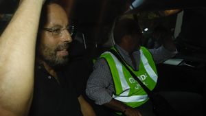 Sandro Rosell sale de su domicilio en un coche de la Guardia Civil el 23 de mayo del 2017.
