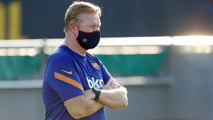 Koeman, en un entrenamiento del Barça en la ciudad deportiva.