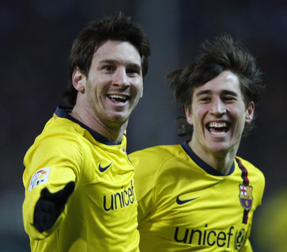 Leo Messi y Bojan Krkic se abrazan tras marcar un gol al Atlético de Madrid, en el 2009.