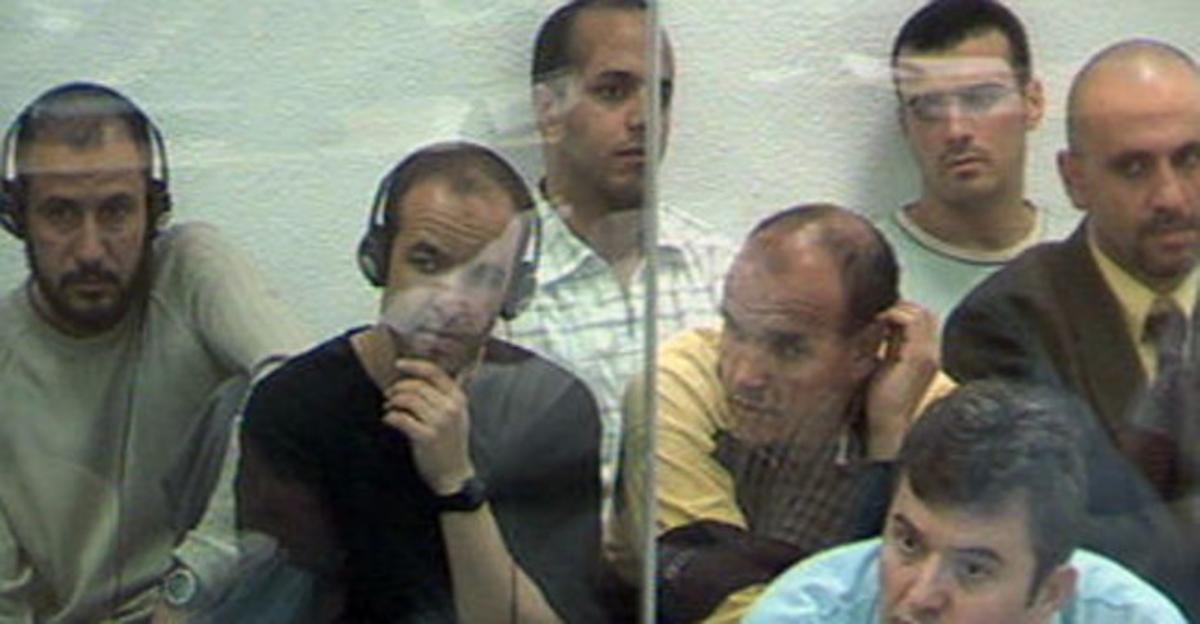 Acusado en el juicio por los atentados del 11-M escuchan la traduccion durante el juicio.