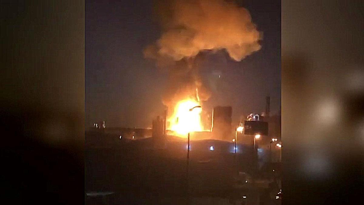 La explosión en la petroquímica de Tarragona ha causado un enorme incendio.
