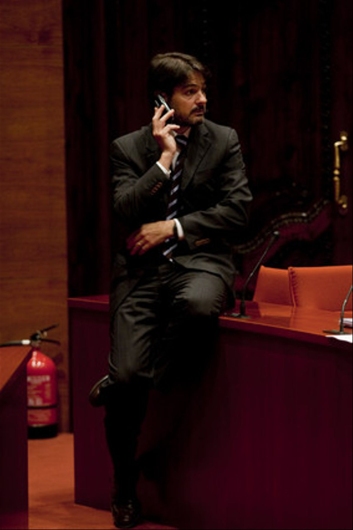Oriol Pujol, durante un receso de una sesión del Parlament.