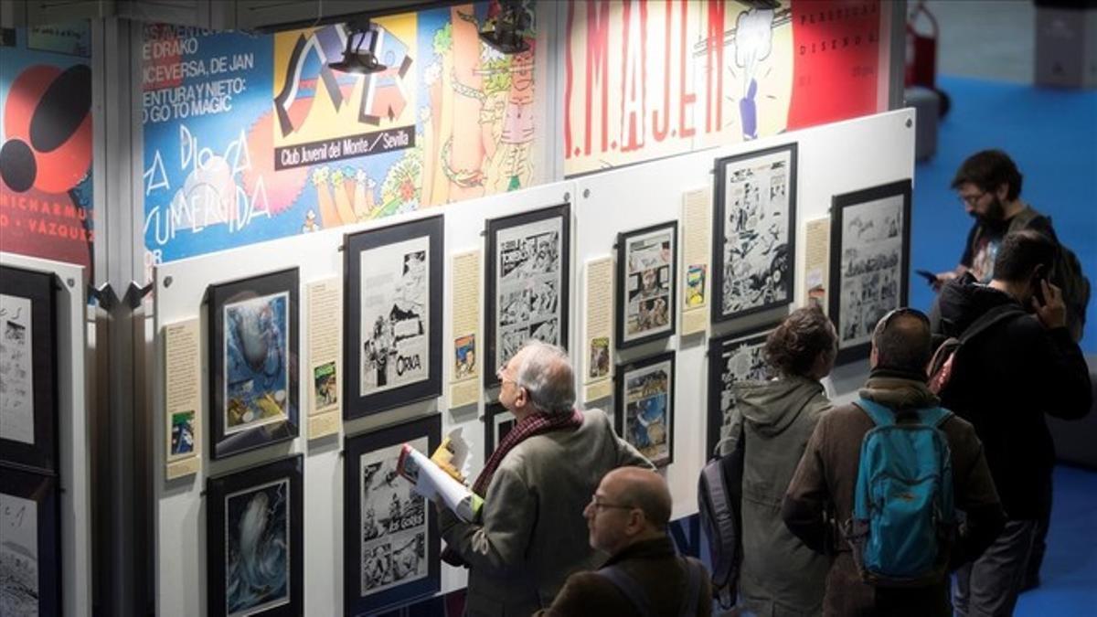 Visitantes, en una de las exposiciones del Salón del Cómic de Barcelona, en 2018.