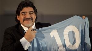 Nàpols s'acomiada de Maradona: «Fins sempre. 'Ciao', Diego»