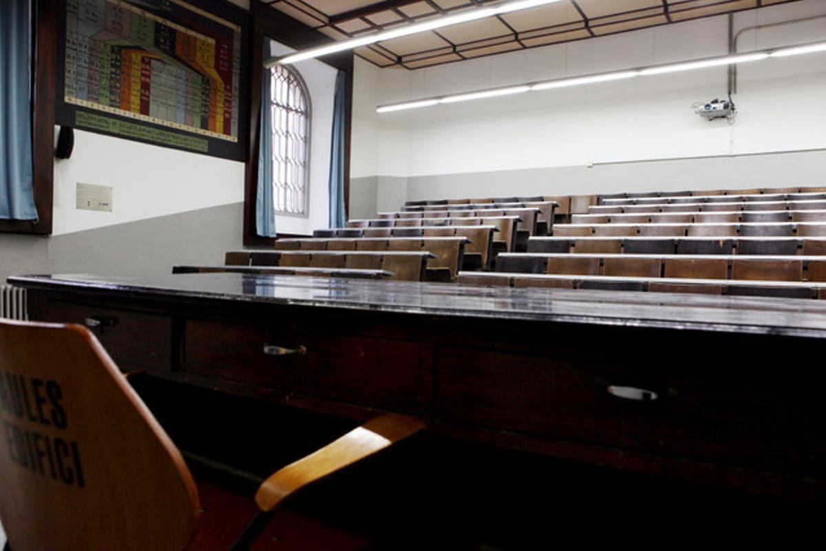 Aula vacía en la Universidad de Barcelona.