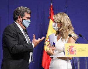 La vicepresidenta segunda y ministra de Trabajo, Yolanda Díaz, con el ministro de Inclusión, Seguridad Social y Migraciones, José Luis Escrivá, el pasado 2 de julio de 2021 en Madrid.