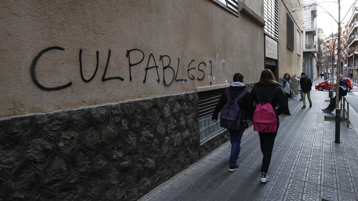 Pintada en la pared del colegio de los Maristas de Sants de Barcelona en contra la pederastia, en febrero del 2016.