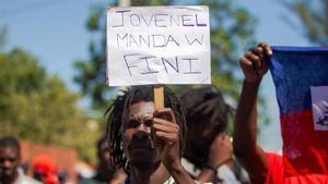 Manifestantes participan en una protesta para exigir la renuncia del presidente Jovenel Moise en Puerto Príncipe (Haití).