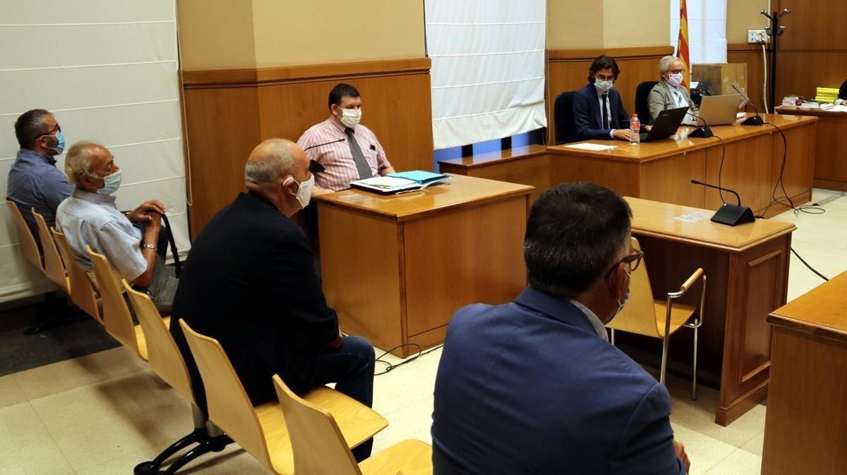 Los acusados ayer en el banquillo de la Audiencia de Barcelona.