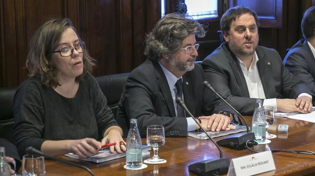 Eulàlia Reguant, Antoni Castellày Oriol Junqueras, este martes, en la presentación de los presupuestos en el Parlament.