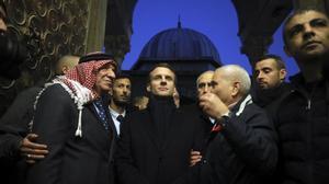 Emmanuel Macron visita el recinto de la mezquita de al Aqsa en Jerusalén.