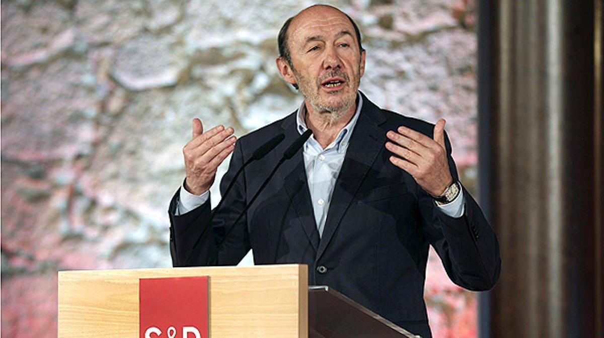 Si ponemos en cuestión el acuerdo con la Santa Sede, lo cambiaremos cuando gobernemos, afirma el líder del PSOE.