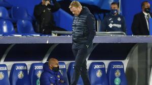 Koeman, con gesto de preocupación, durante el Getafe-Barça en el Coliseum Alfonso Pérez.