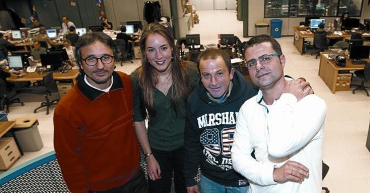 Michele Catanzaro, Angela Biesot, Óscar Sánchez y Antonio Baquero, ayer en la redacción de EL PERIÓDICO.