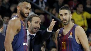 Hanga y Navarro reciben instrucciones de Sito Alonso.