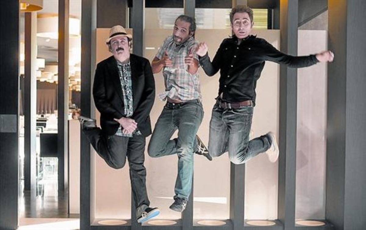 El director Ruiz Caldera (centro) y los actores de 'Anacleto' Carlos Areces y Berto Romero (derecha), en Sitges.