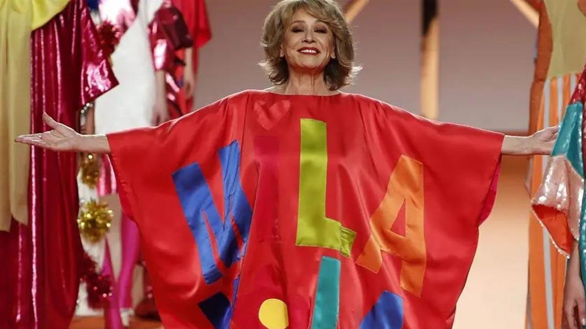 Mila Ximénez, vestida de Ágatha Ruiz de la Prada.