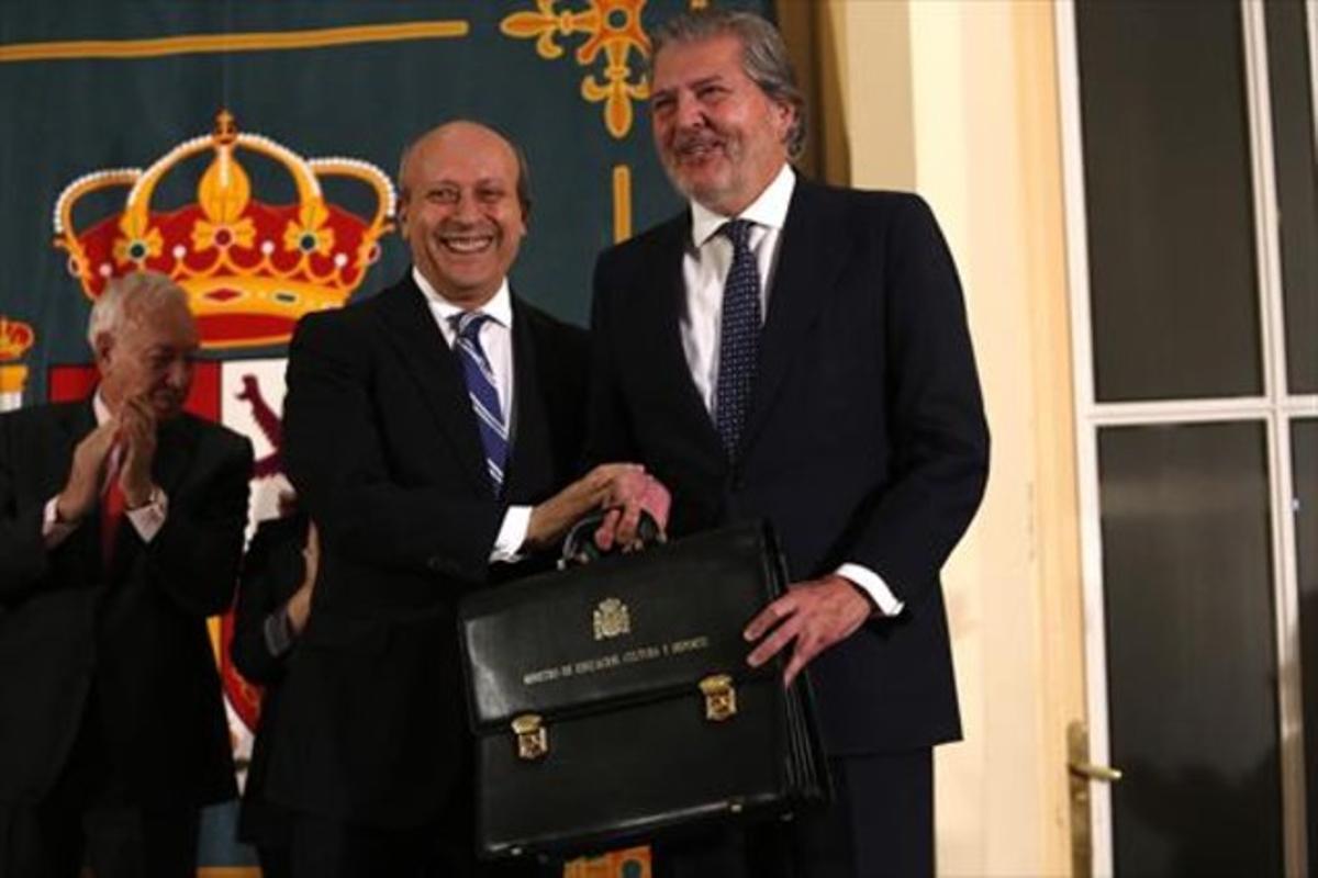 Traspaso de la cartera de Educación, Cultura y Deportes de José Ignacio Wert a Íñigo Méndez de Vigo, ayer.