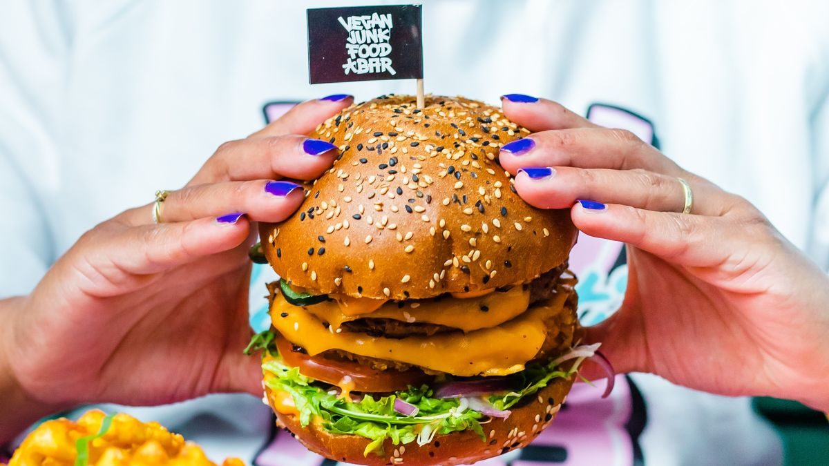 Una de las 'burgers' de Vegan Junk Food Bar.