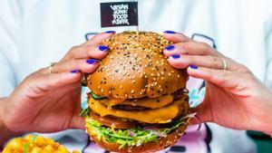 Una de las 'burgers' de Vegan Junk Food Bar.