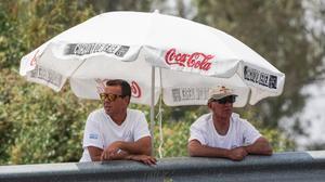 Dos de los 60 comisarios que hoy han supervisado el test de MotoGP de Jerez.