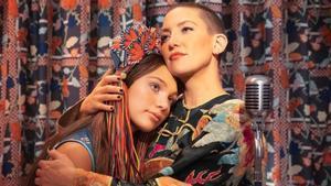 Maddie Ziegler y Kate Hudson, en un fotograma de 'Music', de Sia.