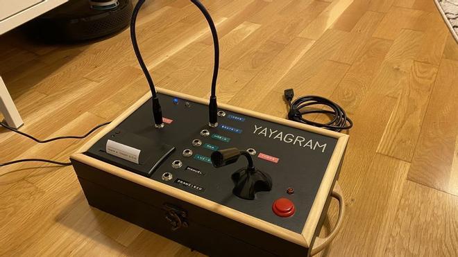 Así es el 'Yayagram': un ingeniero inventa un artilugio para que su abuela no se sienta sola