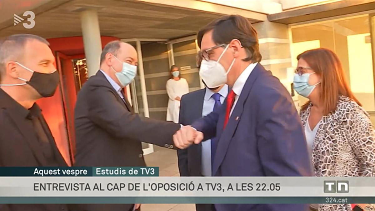 TELEVISION Ferran Monegal foto Illa saluda a Sanchis entrant a TV-3