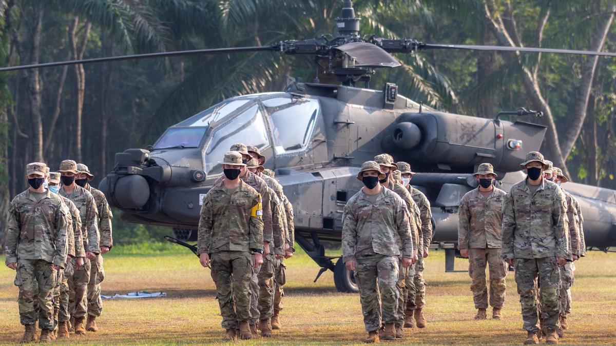 Soldados estadounidenses se entrenan en el centro de combate indonesio de Baturaja, al sur de la isla indonesia de Sumatra, este miércoles.