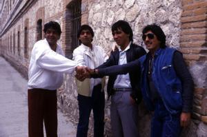 El Vaquilla (segundo por la derecha), con Los Chichos, en 1985.