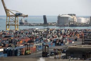 Terminal portuaria de Barcelona dedicada a los contenedores.