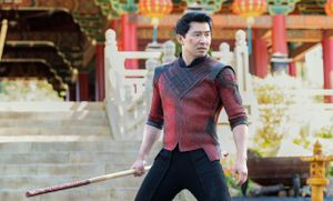 Simu Liu como Shaun, en una imagen de la película 'Shang Chi y la leyenda de los diez anillos'
