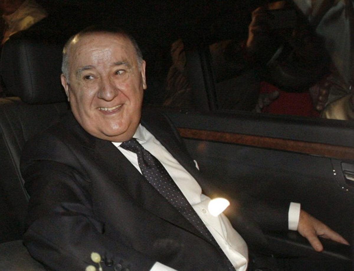 Amancio Ortega, en Cambré (A Coruña), el 18 de febrero de este año, antes de la ceremonia de su hija.