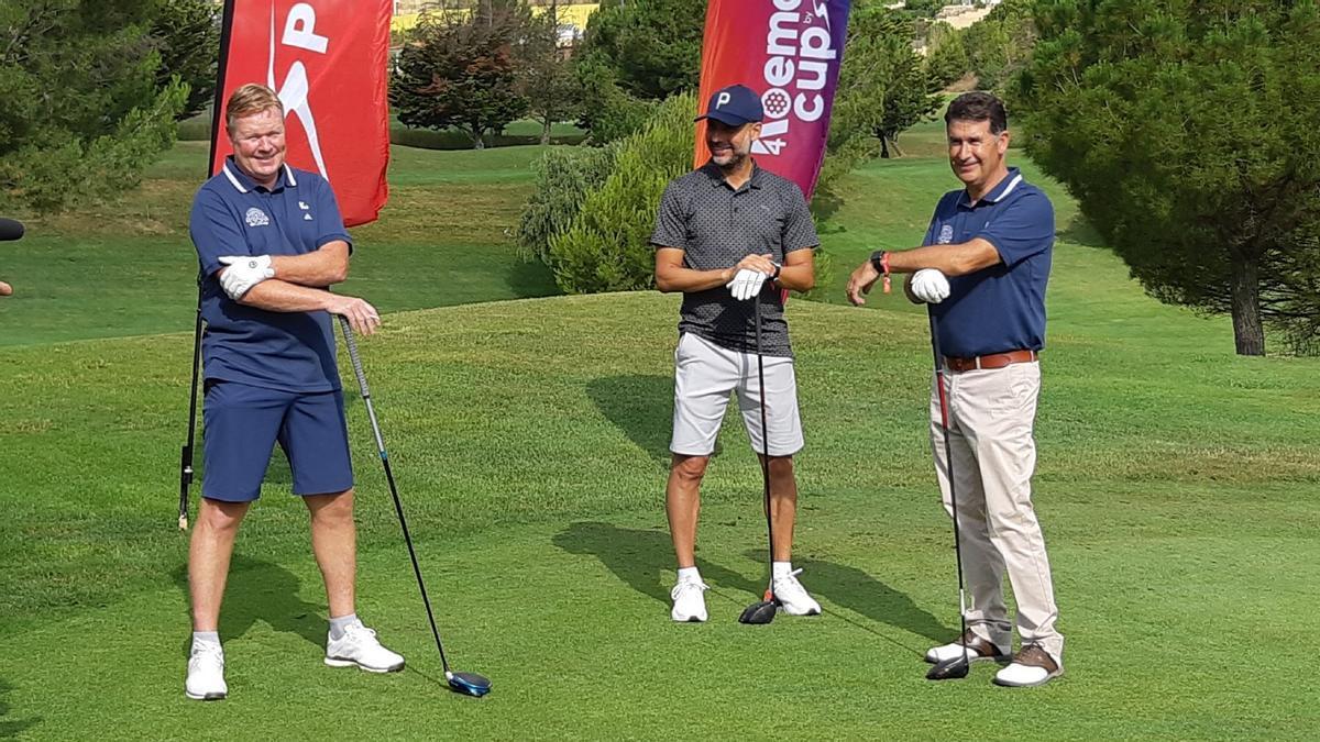Roanld Koeman y Pep Guardiola, en el hoyo 1 del Club de golf Barcelona.